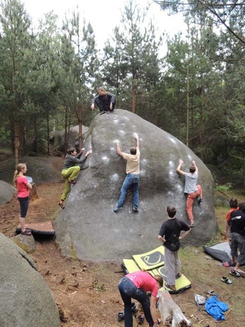 Wieviele Boulderer passen an einen Felsen?! :D