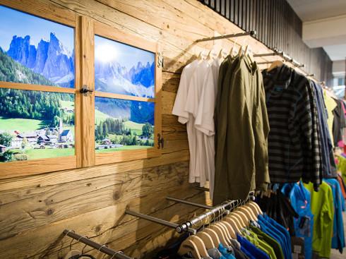 Wer authentisch sein will braucht natürlich auch ein Fensterl mit Alpenpanorama